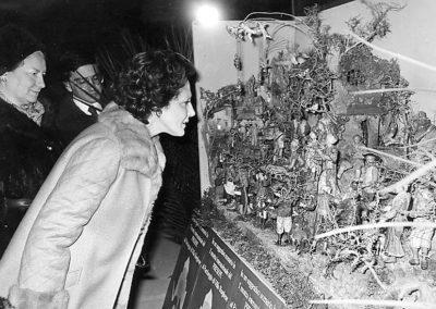 """pre 01  1975 - Donna Vittoria Leone, consorte del Presidente della Repubblica Italiana inaugura la prima edizione di """"100 Presepi"""""""