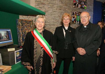 pre 10 - 31ª edizione 2006 - Vice Sindaco di Roma Mariapia Garavaglia, Dott.ssa Mariacarla Menaglia e S.E.R. Francesco Cardinale Marchisano
