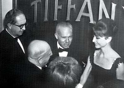 rdn 03 - Audrey Hepburn durante la presentazione a Roma del noto Film Colazione da Tiffany con il Dott. Manlio Menaglia